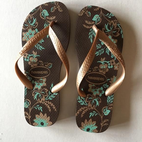 565f476b6fee Havaianas Shoes - Women s Havaianas Flip Flops - Floral Design